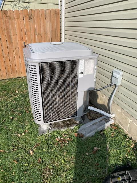 Thornville, OH - I performed a diagnostic on a 2017 Comfortmaker electric heat pump that is not blowing heat. I cleaned the outdoor unit, and sped up defrost.