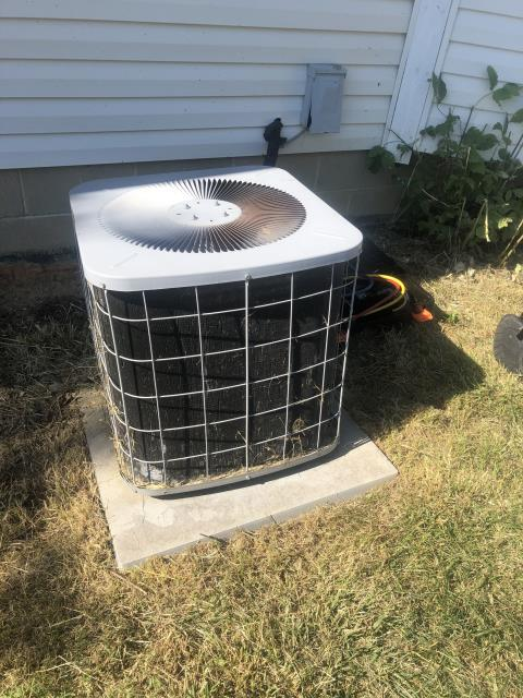 Pataskala, OH - I completed a diagnostic service call on a Comfortmaker air conditioner. I determined that the unit was completely empty of refrigerant. I went over options with the customer, client opted to have new installation done later in the week.