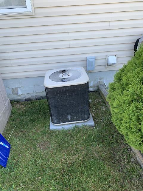 Pataskala, OH - The client requested an estimate on replacing a Lennox air conditioner. I recommended replacing it with Carrier 13 SEER Air Conditioner System Up to 3 tons. Included in the installation is a 1 year scheduled maintenance agreement.