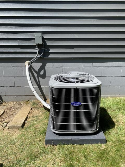 Heath, OH - After removing the Tempstar gas furnace and Trane air conditioner, I installed a Carrier 80% 45,000 BTU Gas Furnace and a Carrier 13 SEER 2.5 Ton Air Conditioner.  Cycled and monitored the system.  Operating normally at this time.  Included with the installation is a free 1 year service maintenance agreement.