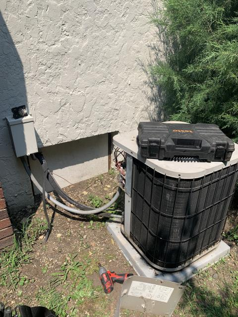 Newark, OH - I completed a diagnostic and found compressor terminals blowed out. I recommended replacing the unit.