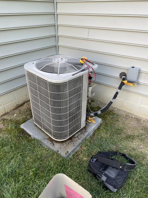 Heath, OH - I completed a diagnostic and the system was over charged and had a dirty filter. I removed 2 pounds of Freon and replaced the filer. System cooling upon departure.