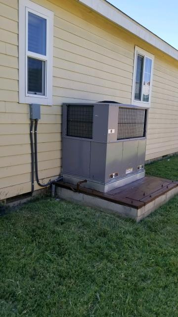 Bellflower, CA - Replaced the condenser, coil, and the furnace in a mobile home located in the city of Bellflower, CA.