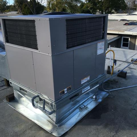 Long Beach, CA - Replaced a full package unit on rooftop in the city of Long Beach, CA.