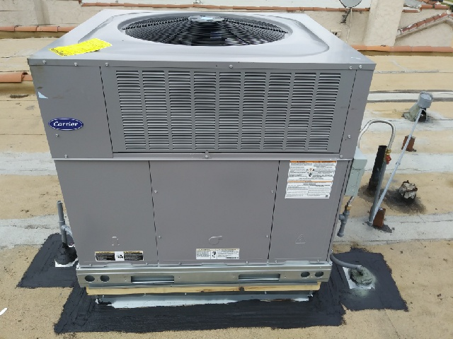 Maywood, CA - Replaced a full package unit system on rooftop in the city of Maywood, CA.