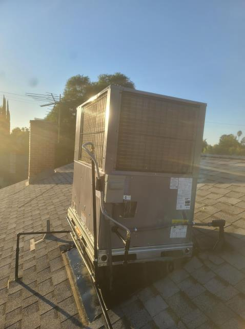 Los Angeles, CA - Replaced a rooftop package unit along with the ductwork in the city of Encino,CA.