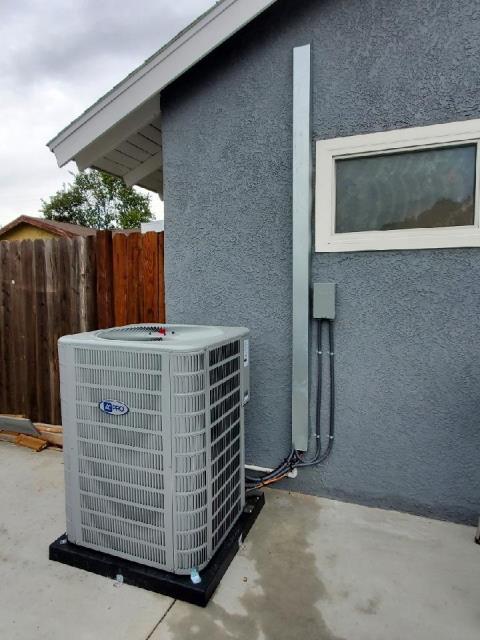 Muy contentos de satisfacer a la familia Lopez con una instalacion de aire acondicionado y calefaccion en la ciudad de La Puente Installation of a new AC and Heating system for a wonderful family in the city of La puente