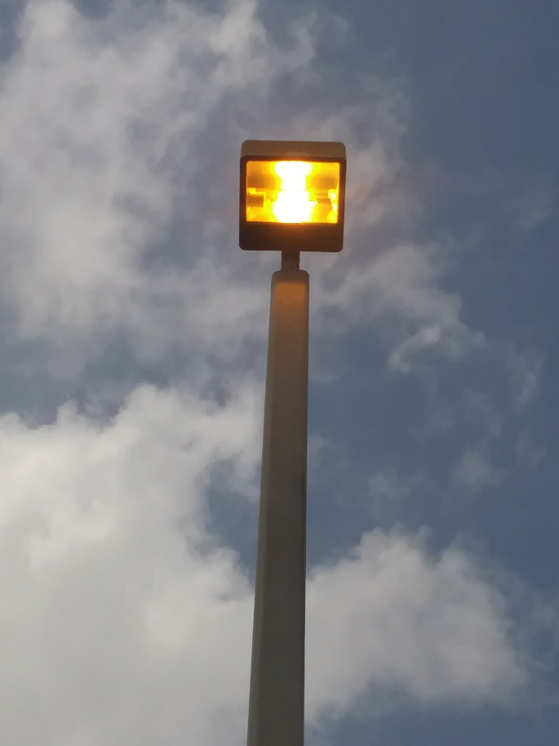Fort Lauderdale, FL - Replacing 400w High pressure sodium lamps and ballast. Ft. Lauderdal. Fl.