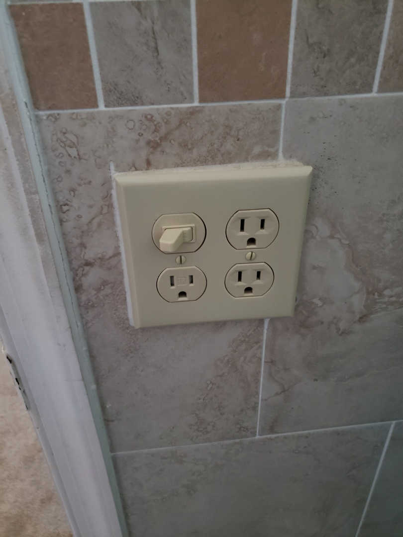 Miami Springs, FL - Wired outlet