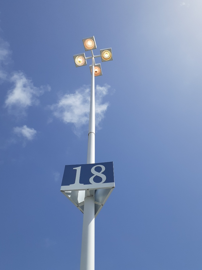 Aventura, FL - Repairing parking lot fixtures,also replacing lamps and ballast. Aventura Mall