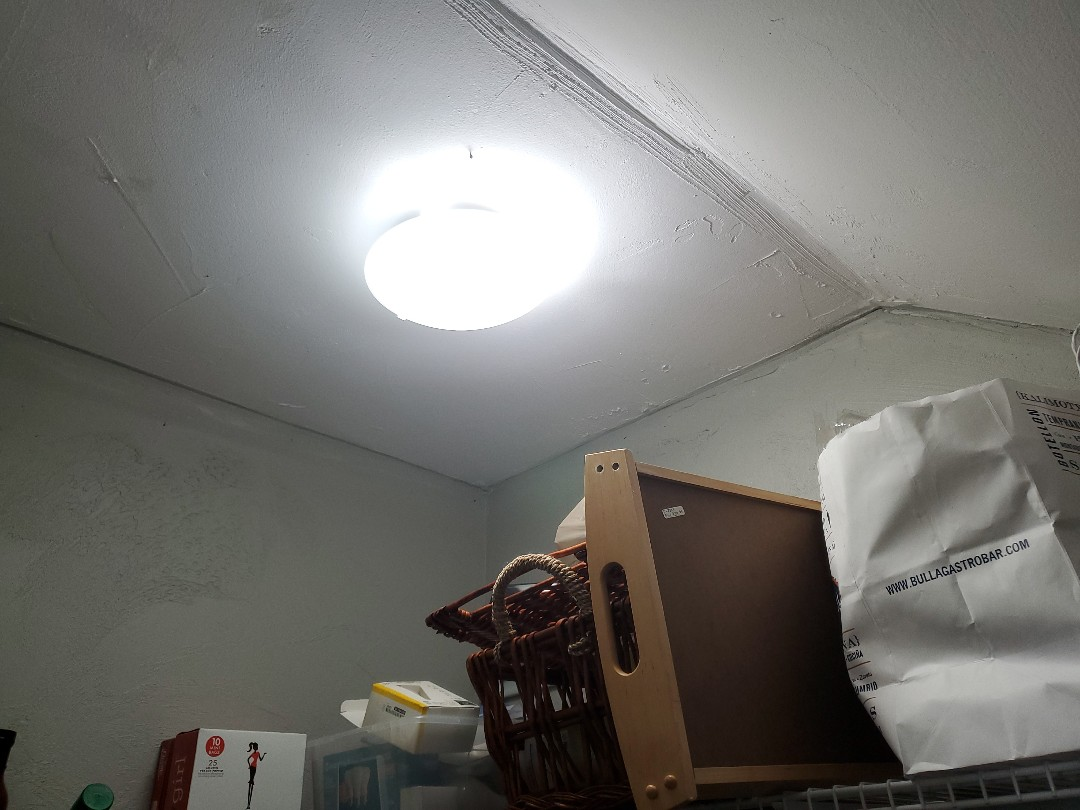 Diagnosis on lights not working in pantry and bathroom