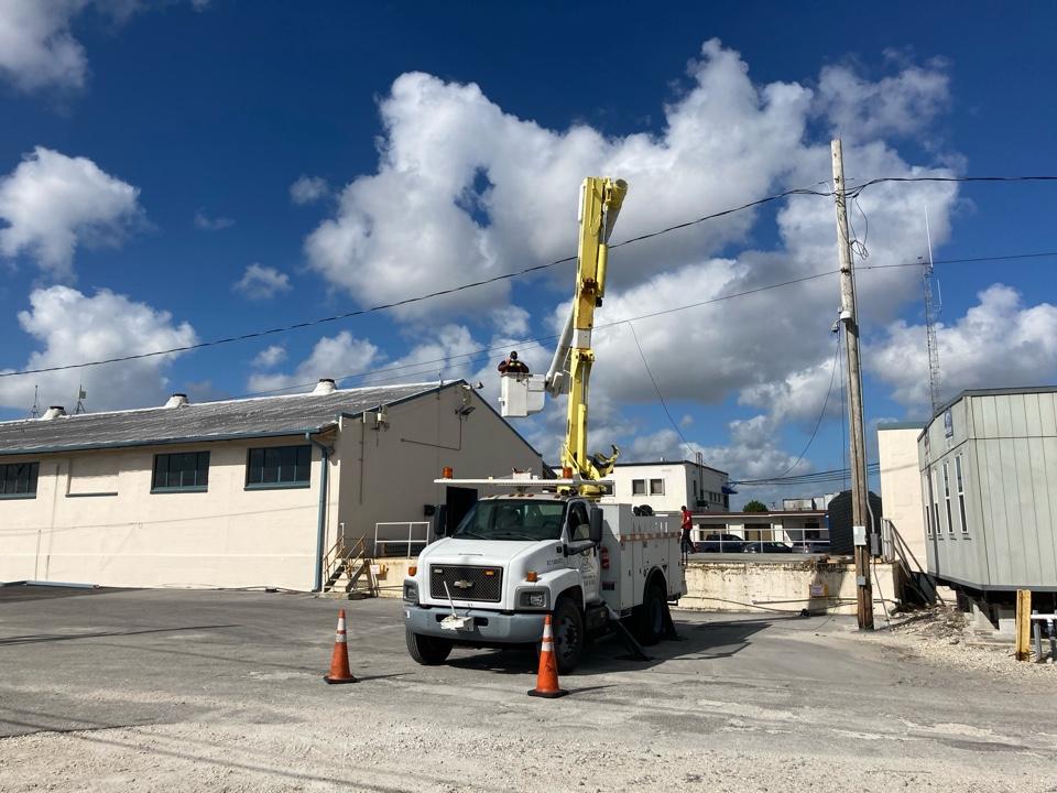 Miami, FL - Removing hazardous electrical lines