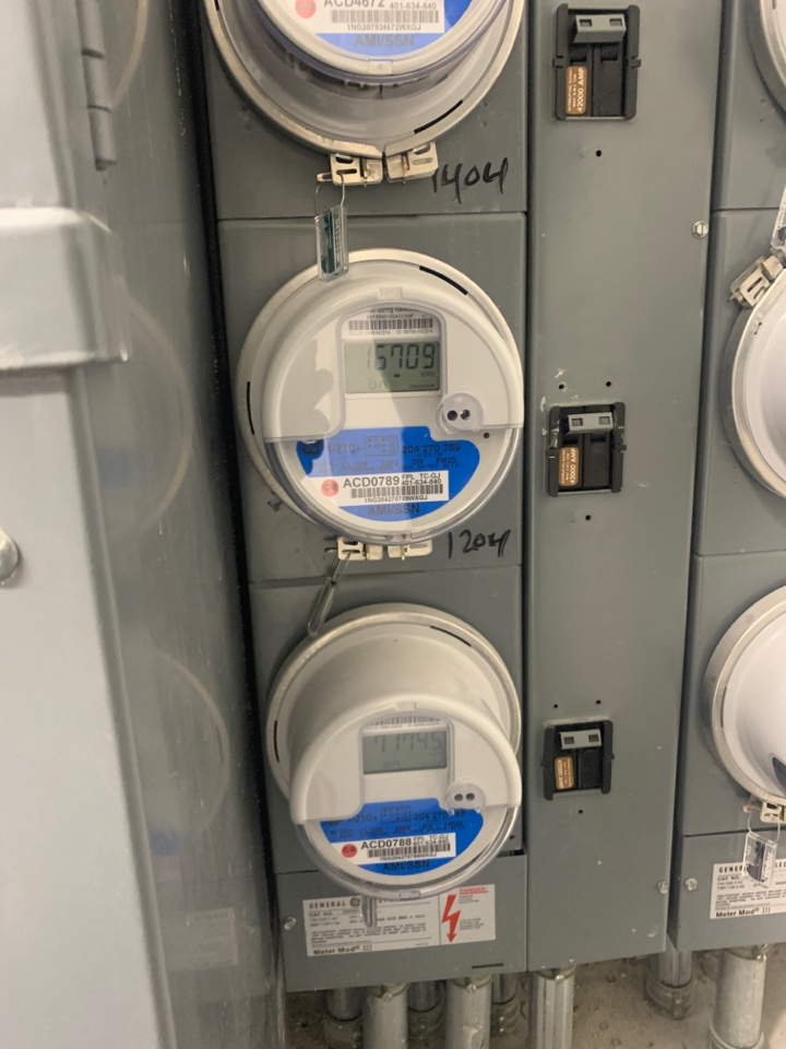 Aventura, FL - Reset meter can to achieve 240 volts.