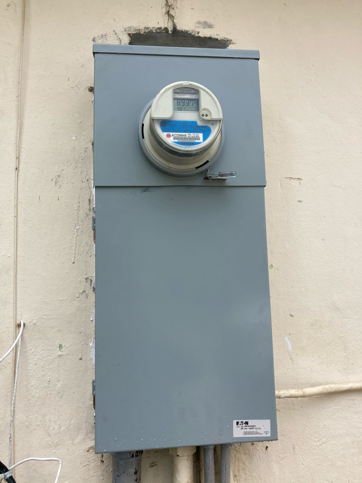 Miami, FL - Installed New electrical service on home
