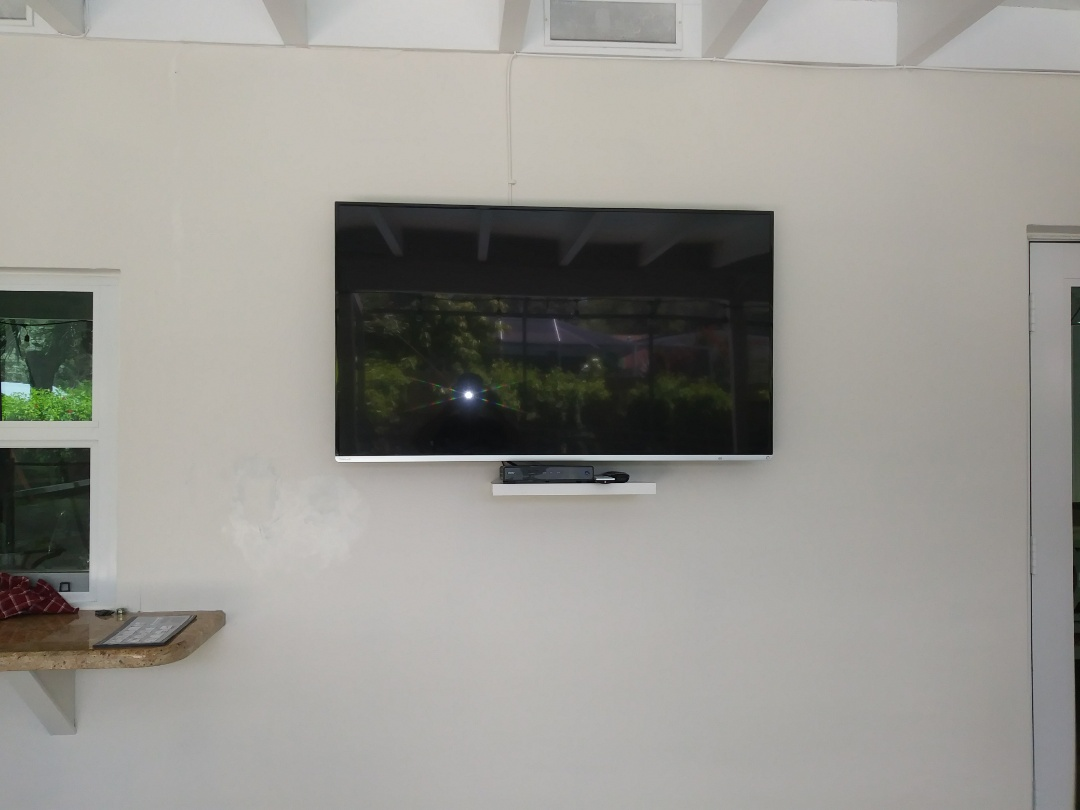 Palmetto Bay, FL - Install outlet for T.V. Mount shelf. To clean up and hide wires in wall. Palmetto Bay.