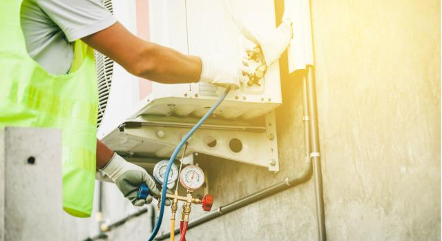 Our experienced technicians offer 24/7 air conditioning repair services and will help you to get your heating or air conditioning back up and running in an emergency.   Visit Us: https://comfortservicesal.com/services/24-7-emergency-air-conditioning-repair/