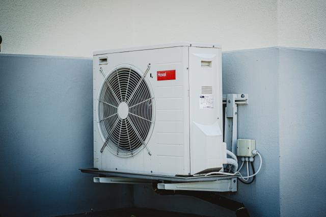 We work with all common air conditioning and heating systems, and can help with clogged filters, damaged electrics, refrigerant leaks, broken thermostats, leaky pipes, damaged compressors and more.