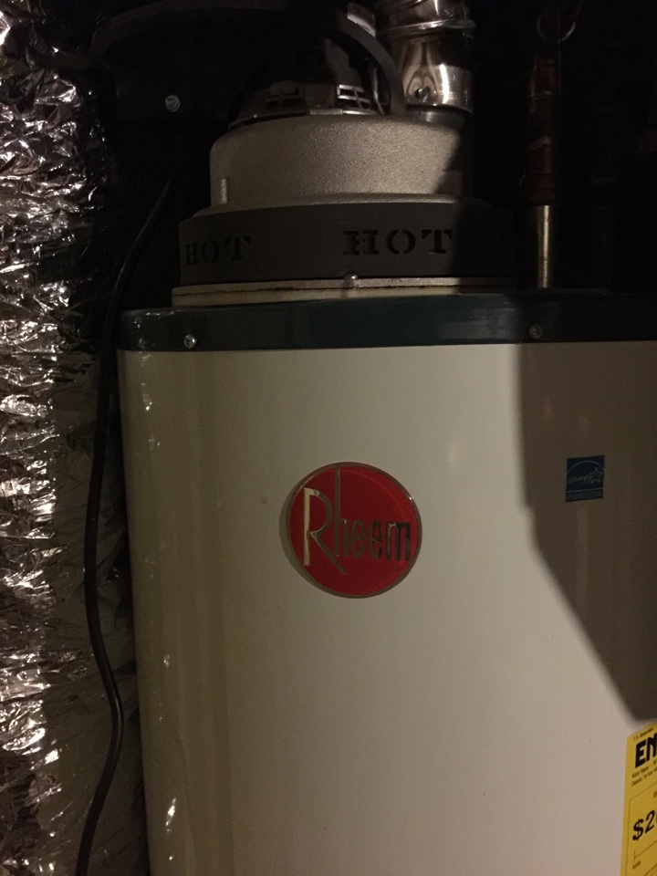White Bear Lake, MN - Purchase a new Rheem XR90 water heater. Small tank size 90 gallon capacity.