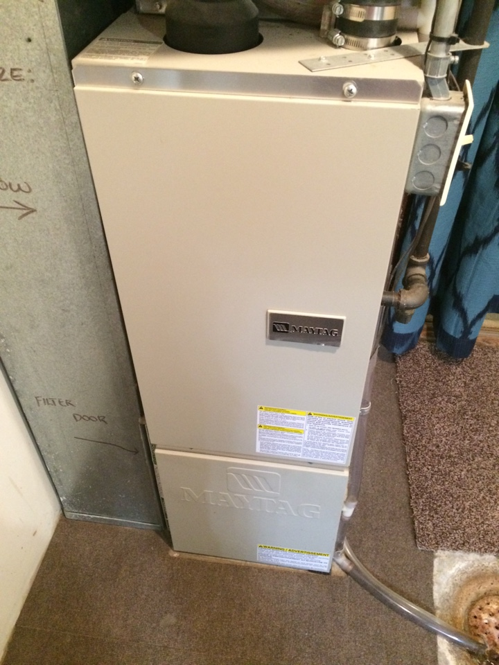 Saint Paul, MN - Furnace tune up and maintenance on a may tag