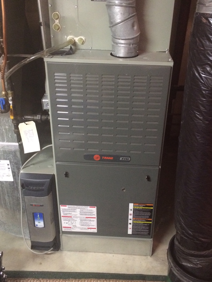 Cottage Grove, MN - Furnace maintenance/tune up on a xv80.