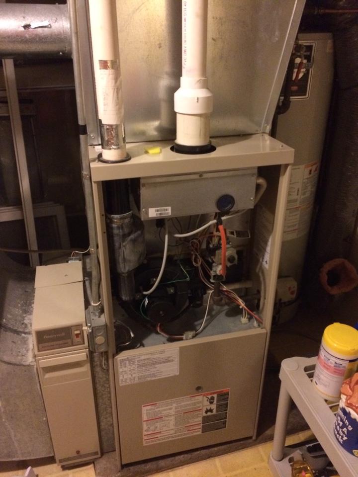 Wayzata, MN - Service on Lennox furnace