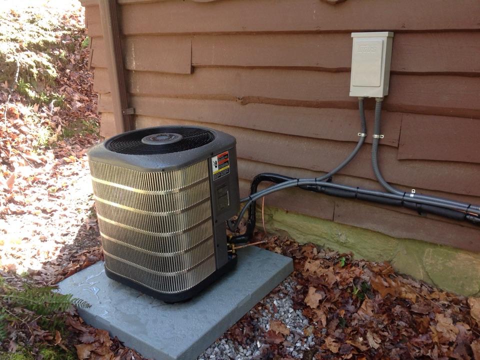 Laurel Park, NC - Maytag 1.5 ton air conditioner