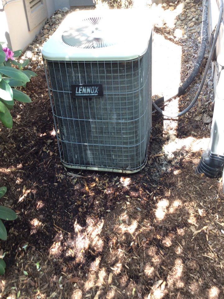 Brevard, NC - Air-conditioning tuneup on a Lennox comfort system. Checked a Honeywell dehumidifier in incapsulated crawlspace. Performed an electronic leak search for r22 leak