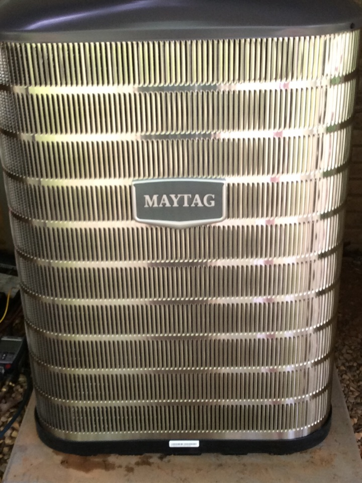 Brevard, NC - Changing out a Maytag heatpump the uses refrigerant 410a considered a green refrigerant