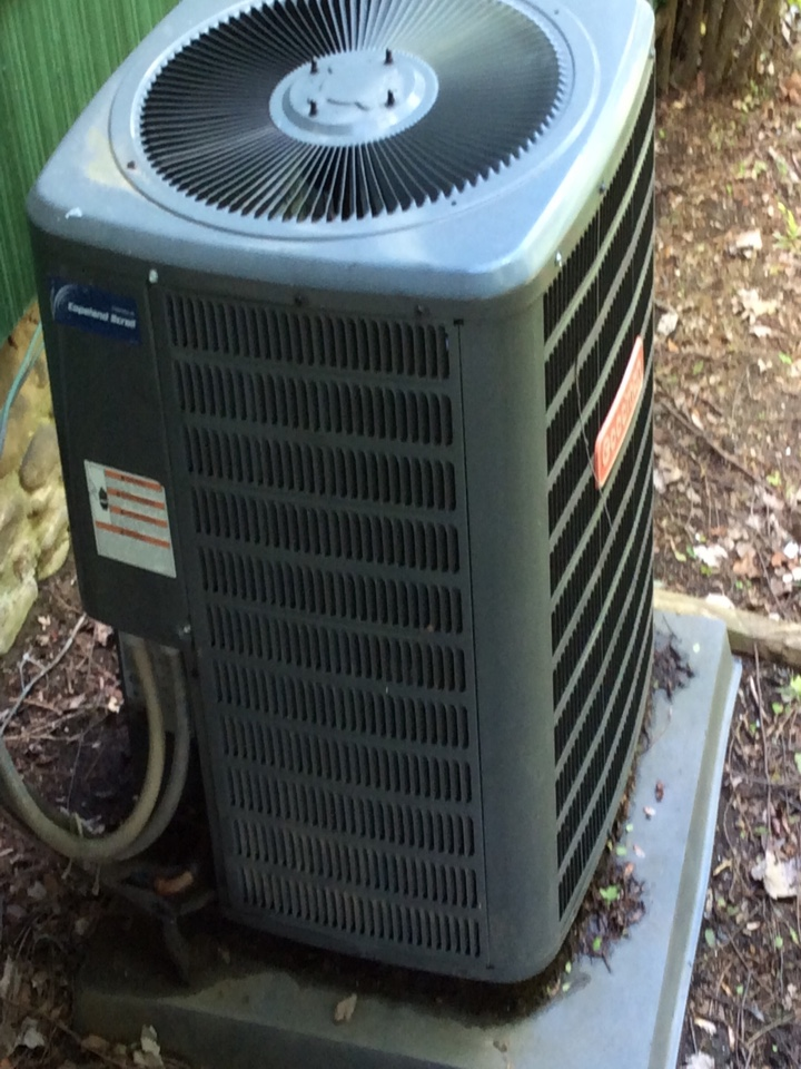 Asheville, NC - Air conditioning tune up on a goodman heat pump