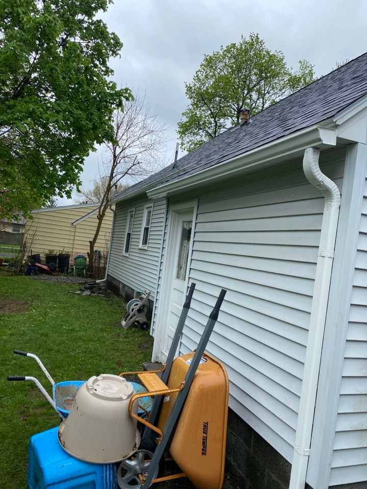 Syracuse, NY - Brand new roof and gutter system! All installed by 1:30!