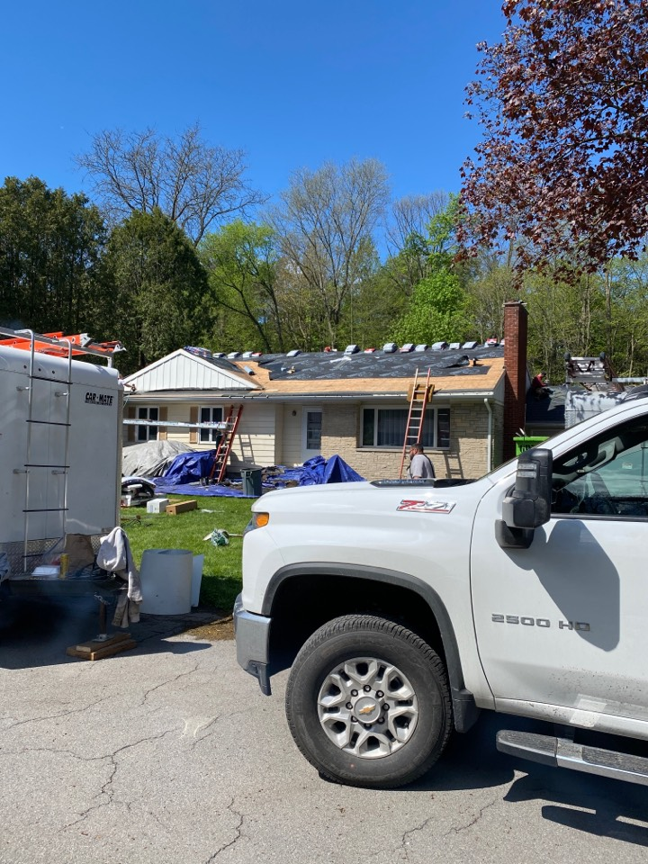 Fayetteville, NY - Full of roof replacement on this split level home in Fayetteville! Installing new GAF HDZ Architectural Shingles! The color is charcoal.