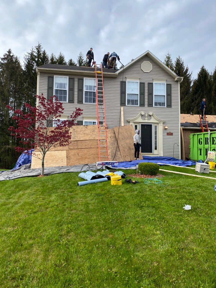 Clay, NY - Full tear off and replacement of this split level home in clay! Installing new GAF HDZ architectural shingles.