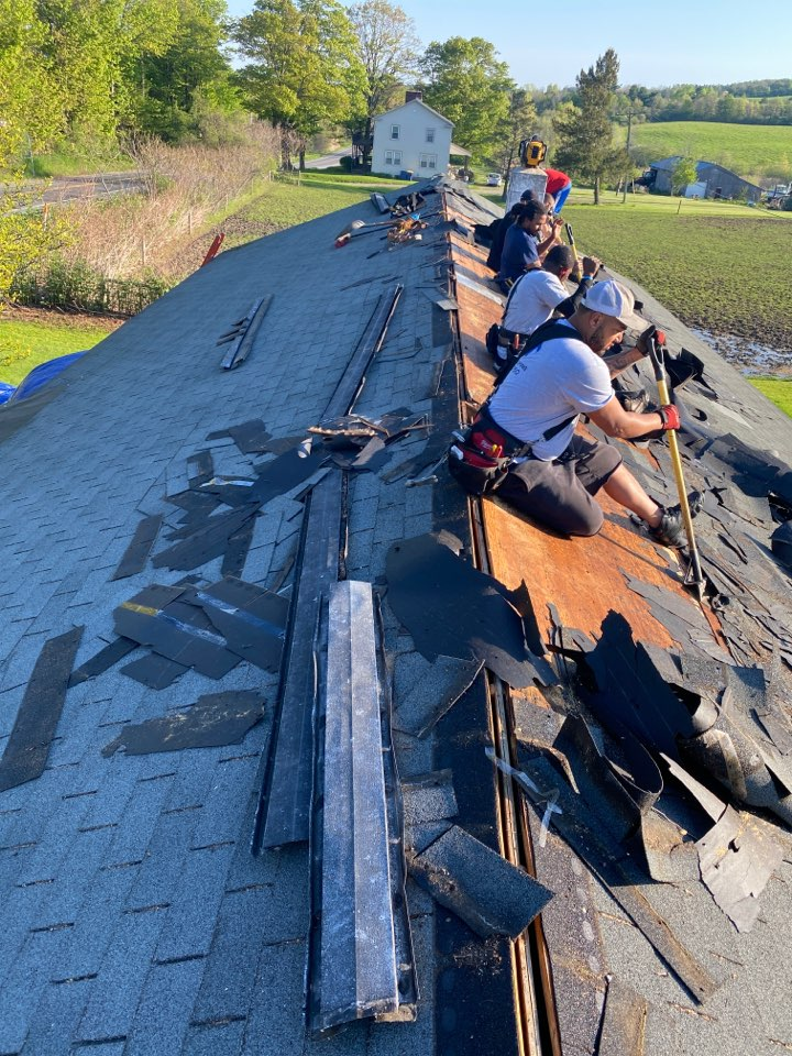 Jamesville, NY - Complete tear off on this ranch in Jamesville! Replacing with Architectural shingles from GAF!