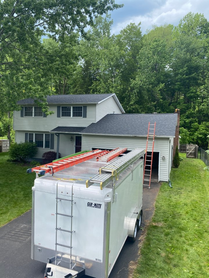 Minoa, NY - The roof for the day today is complete! Brand new architectural shingles from Owens Corning