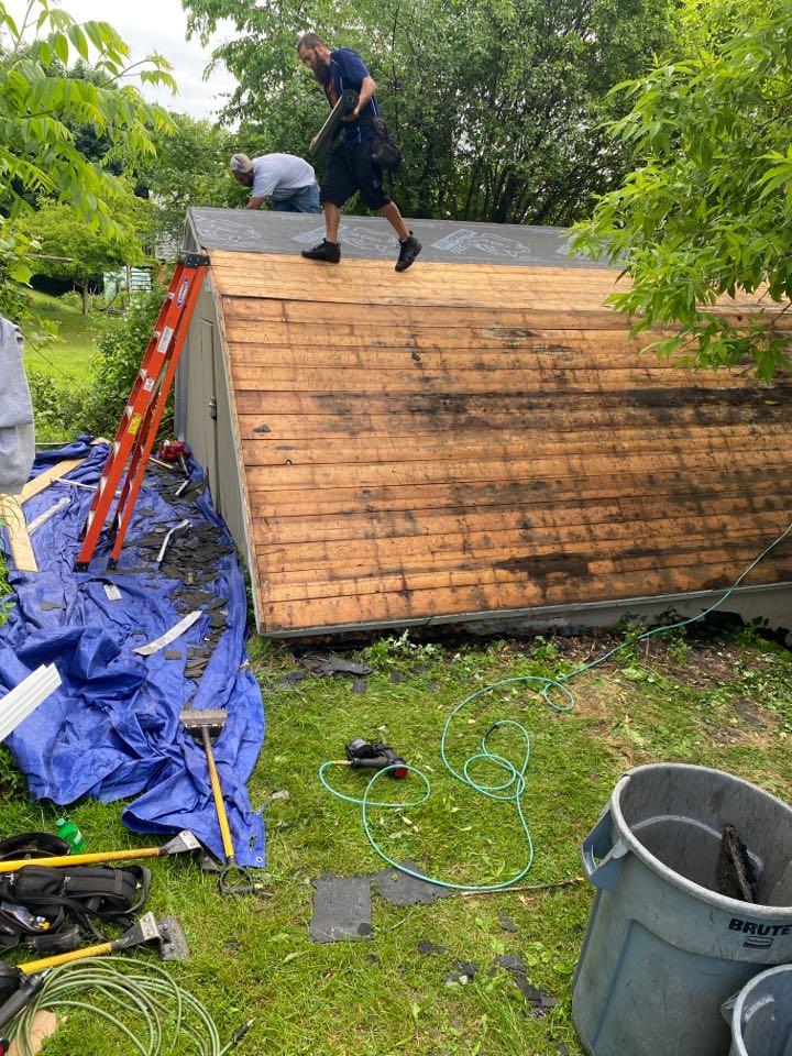 Syracuse, NY - Small garage today full tear off and roof replacement with GAF HDZ architectural shingles on this rainy day!