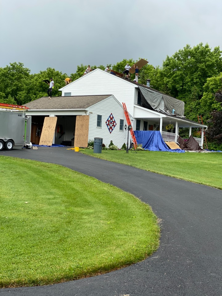 Cazenovia, NY - Full tear off and roof replacement of this split level home in Cazenovia!