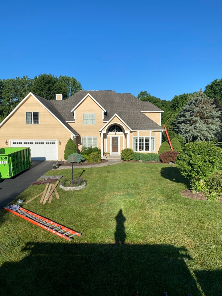 Baldwinsville, NY - Beautiful home today in Baldwinsville! Comeplete tear off and full roof replacement. Installing Owens Corning architectural shingles. This homeowner will be getting the Owens Corning Preferred Protection Warranty!