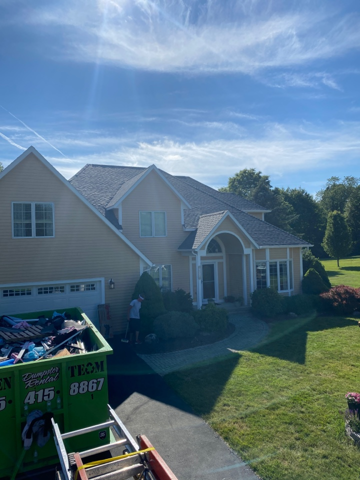 Baldwinsville, NY - Completely finished this beautiful home in Baldwinsville today! 40 square on a 12/12 pitch in 2 days!