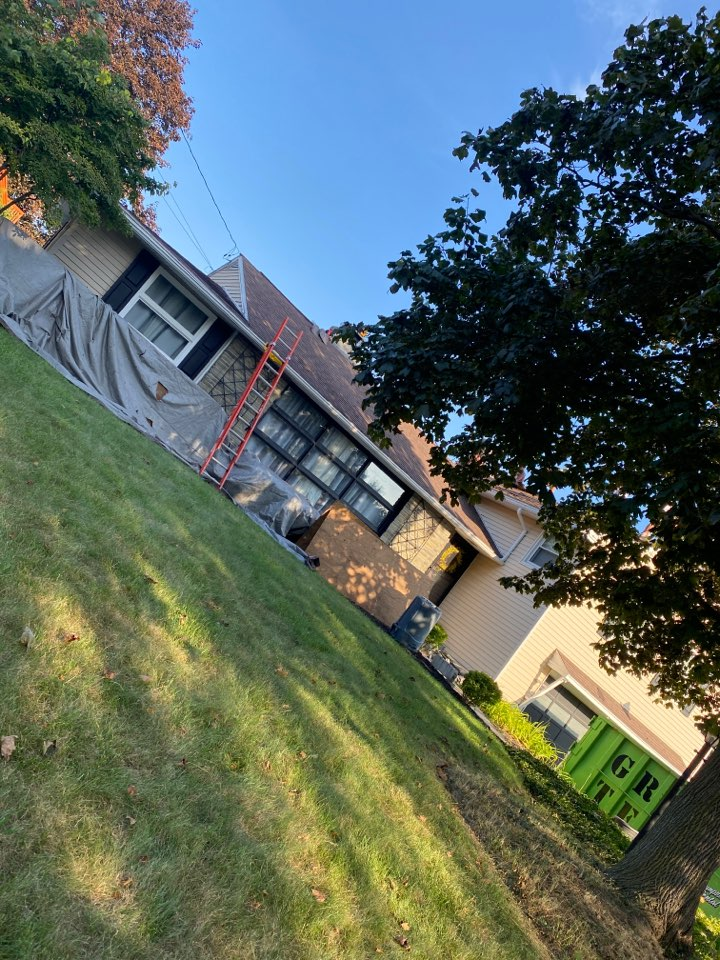 Camillus, NY - Complete roof replacement on this split level home in camillus!