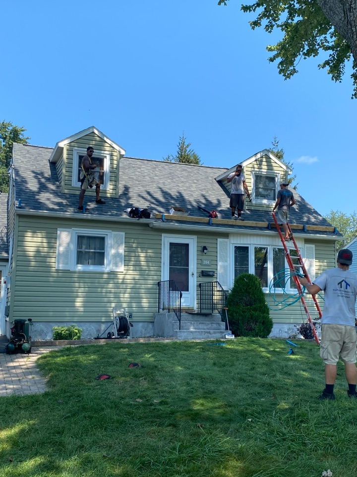 Syracuse, NY - Just finished this complete new roofing system on this cape in Syracuse!