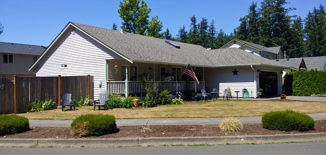 Lacey, WA - Home with 26 years of wear and missing flashing, ready for out 50 year rubber shingles.