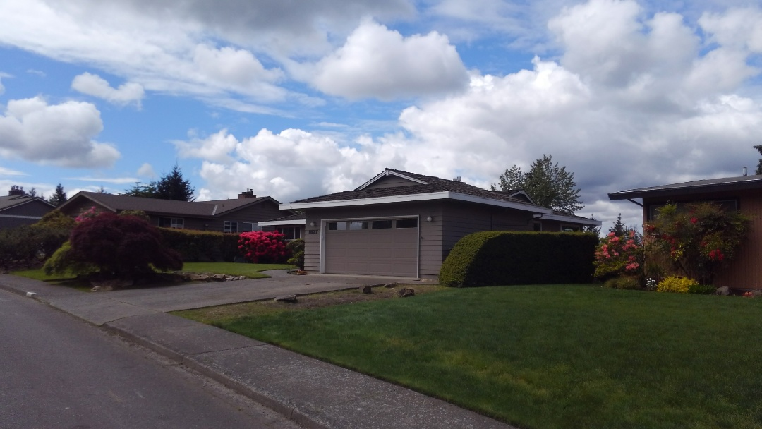 Bellevue, WA - Customer in Bellevue wants to cut down internal gutters and replace with new aluminum gutters. Estimating a rubber based roof for them as well.