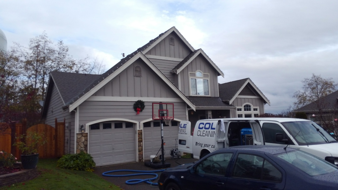 Federal Way, WA - 19 years old and our customer is already having leaks on there roof. Our 50 year rubber based shingle will solve that issue here in Federal Way.