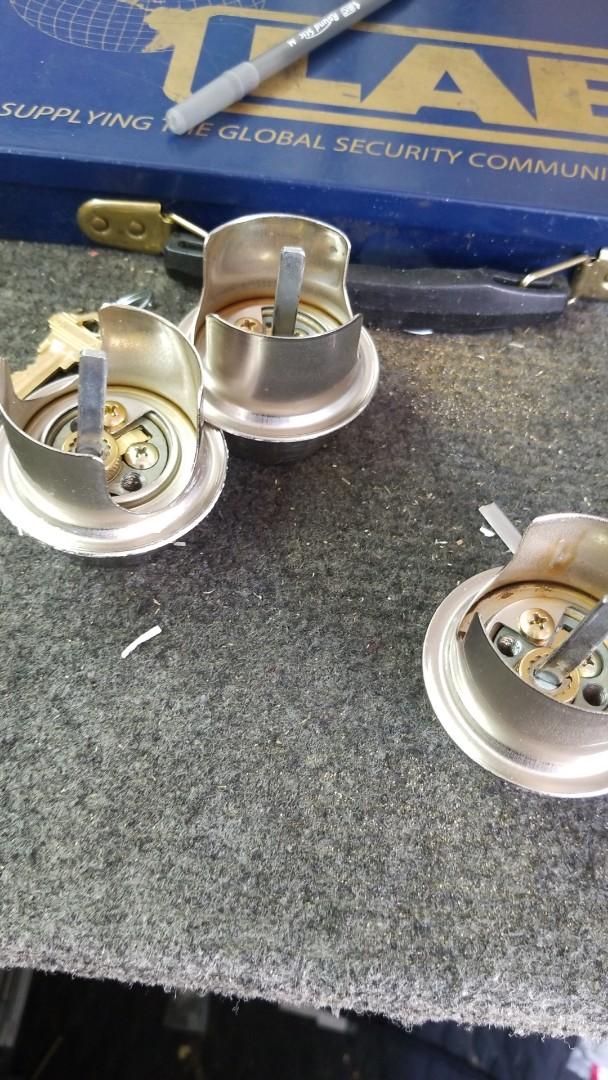 Finishing commercial deadbolt locks rekey for a new tenant. Locksmith Las Vegas service!