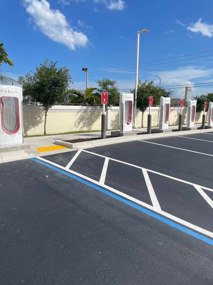 Miami, FL - Solar Panels at home so you don't have to go to the Tesla station