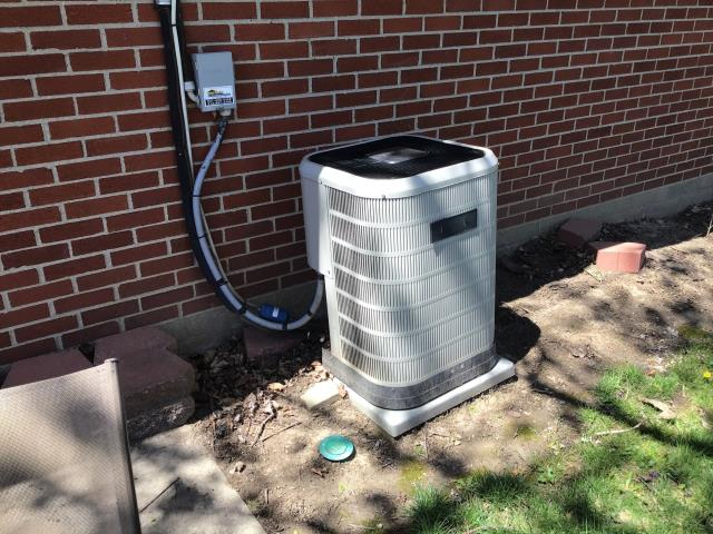 Dayton, OH - Installed Carrier 80% gas furnace and 16 SEER 2 TON AC, as well as, an iWave Air Purifier.