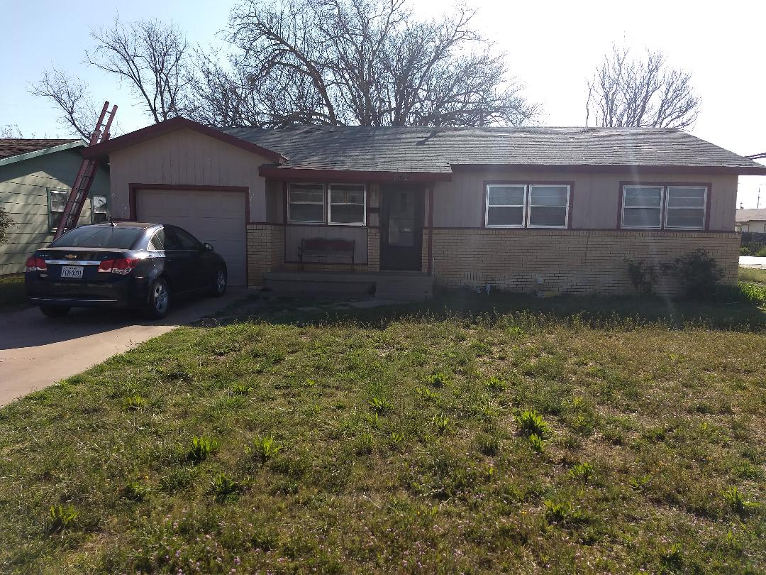 Hereford, TX - Roof estimate for asphalt shingles with wind damage