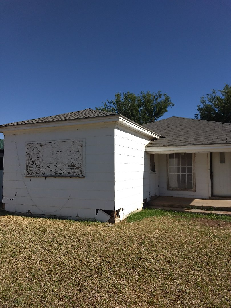 Levelland, TX - Bidding on shingle repair