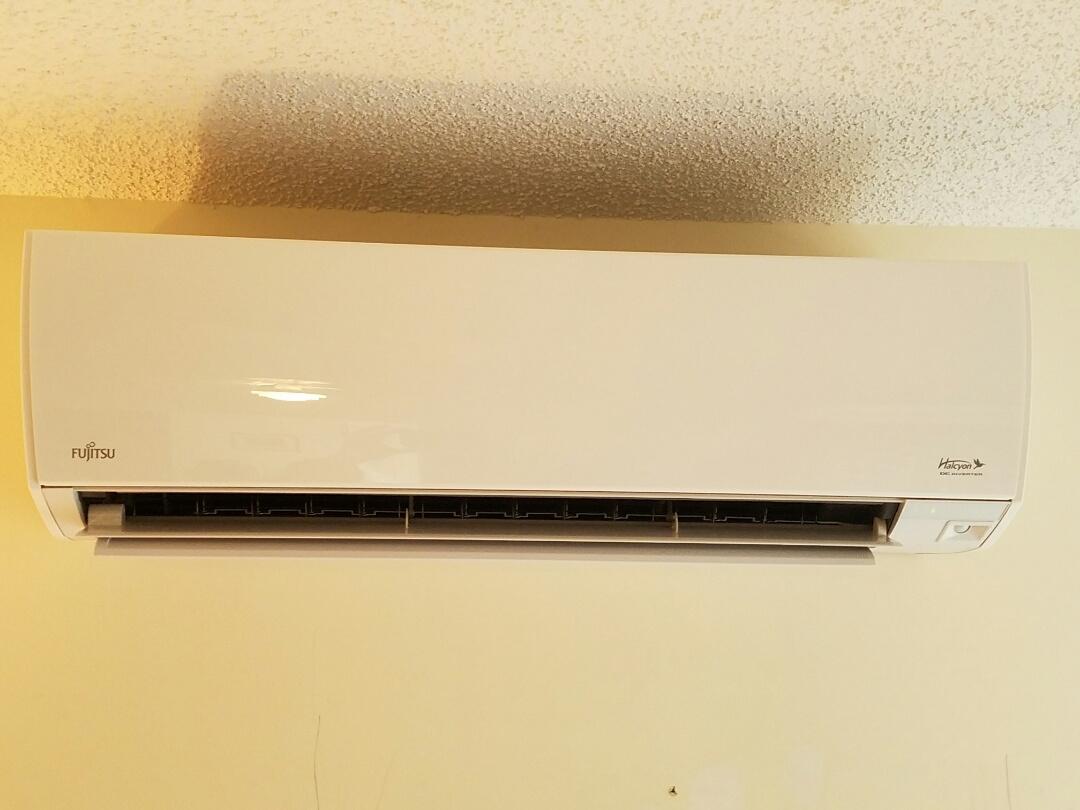 Hightstown, NJ - Remove Sanyo mini split install Fujitsu 9000 halcyon mini split heat pump Check and charge Air Conditioning