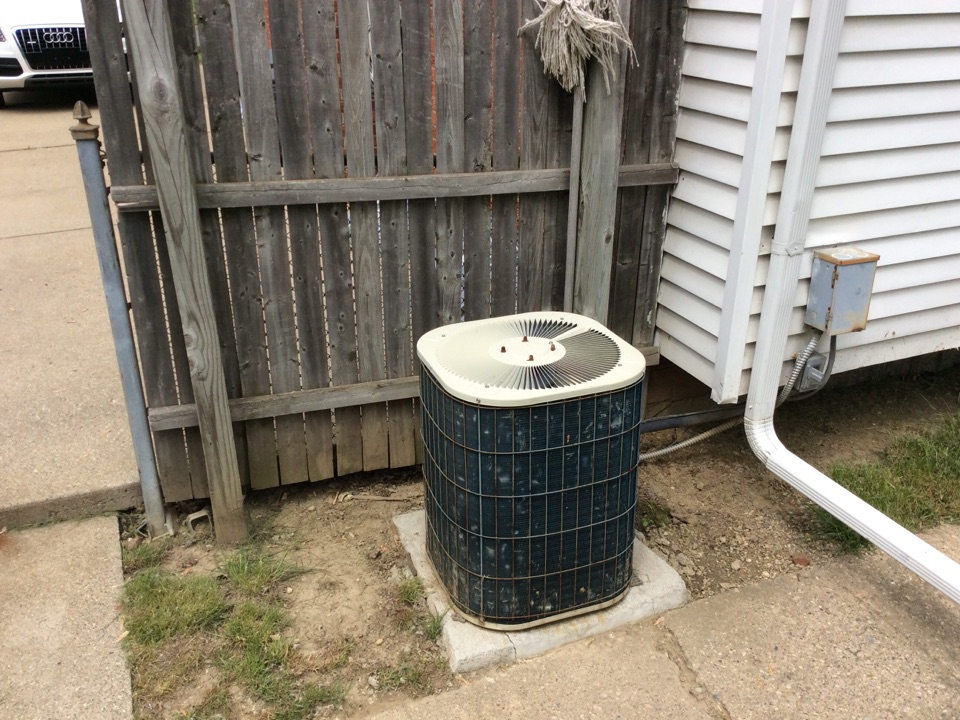 Pontiac, MI - Repair and recharge of a old Bryant AC.
